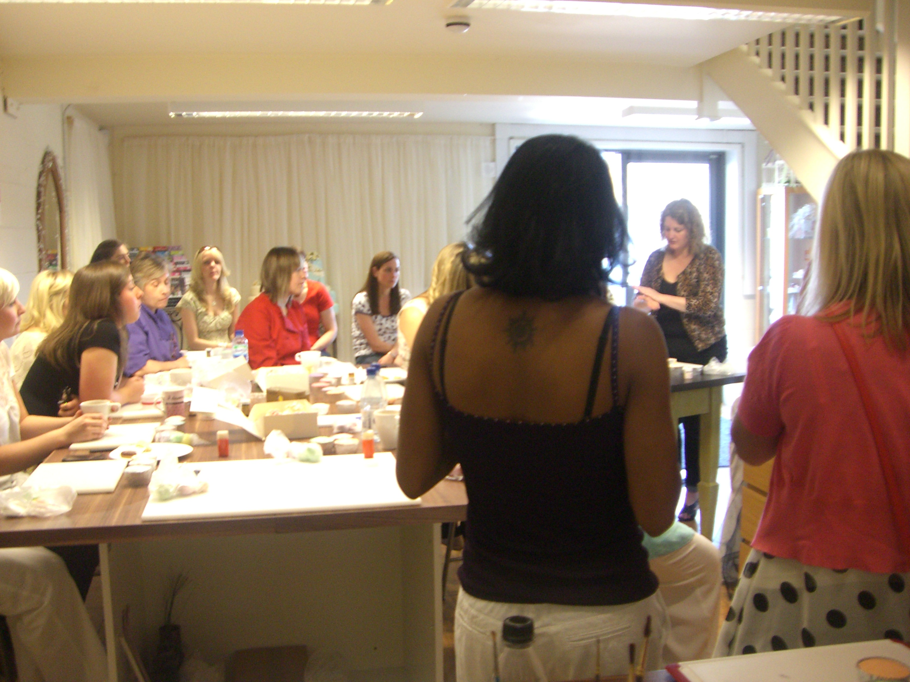 Once Everyone Was On The Same Page We Begun By Learning About Rolling And Colouring Fondant