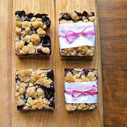 Blueberry Crumble Bars by une gamine dans la cuisine