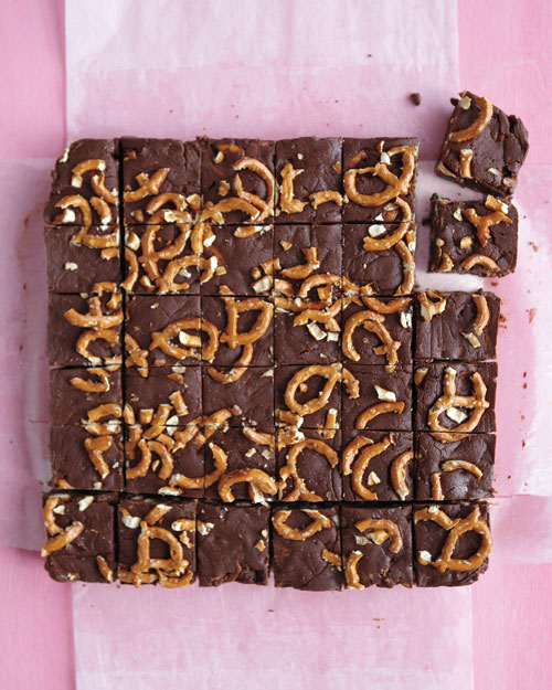Chocolate Fudge with pretzels by Modern Day Moms